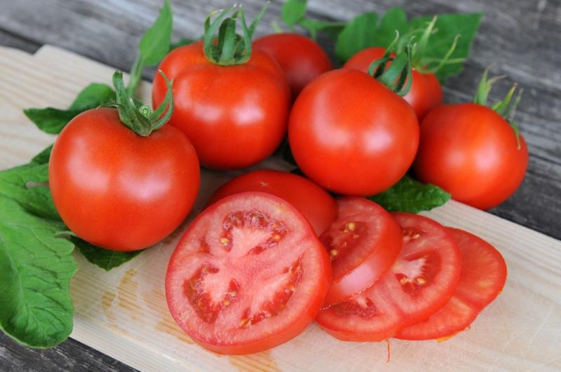 5 bukti kalau buah tomat baik bagi kesehatan tubuh
