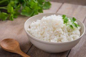 Apa cara terbaik untuk memakan nasi